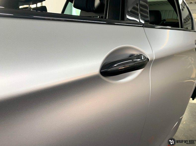 BMW M5 satin white aluminium, Carwrapping door Wrapmyride.nu Foto-nr:13145, ©2020