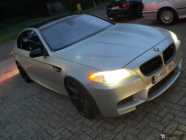 BMW M5 satin white aluminium, Carwrapping door Wrapmyride.nu Foto-nr:13148, ©2020