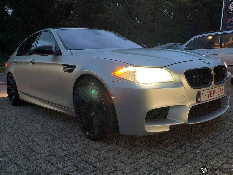 BMW M5 satin white aluminium, Carwrapping door Wrapmyride.nu Foto-nr:13150, ©2020