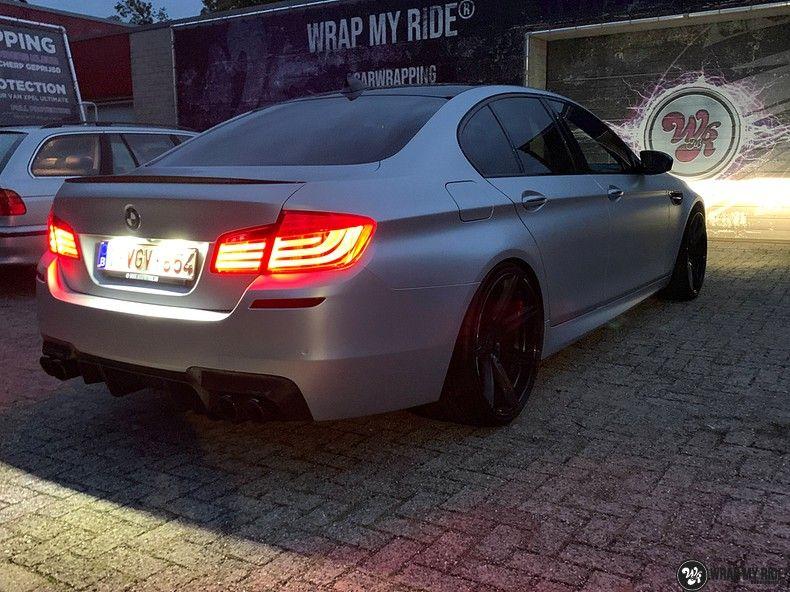 BMW M5 satin white aluminium, Carwrapping door Wrapmyride.nu Foto-nr:13151, ©2021
