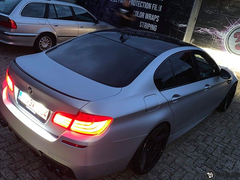 BMW M5 satin white aluminium, Carwrapping door Wrapmyride.nu Foto-nr:13152, ©2020