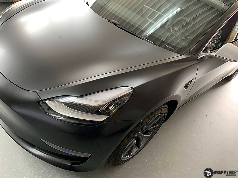 tesla model 3 Satin Black, Carwrapping door Wrapmyride.nu Foto-nr:13498, ©2020