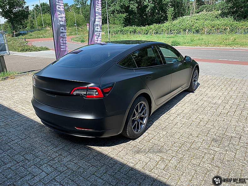 tesla model 3 Satin Black, Carwrapping door Wrapmyride.nu Foto-nr:13499, ©2020