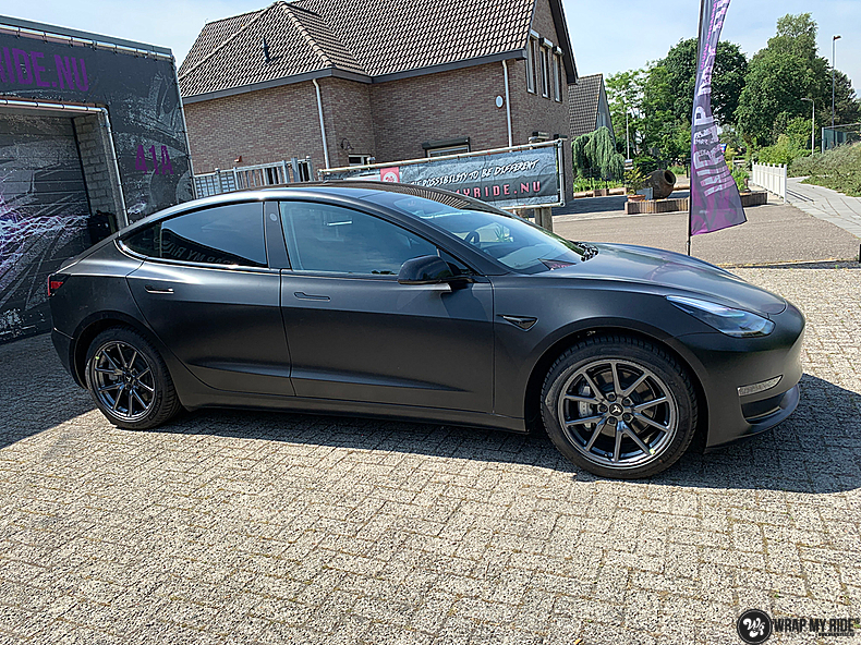 tesla model 3 Satin Black, Carwrapping door Wrapmyride.nu Foto-nr:13491, ©2020