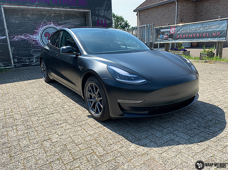 tesla model 3 Satin Black, Carwrapping door Wrapmyride.nu Foto-nr:13500, ©2020