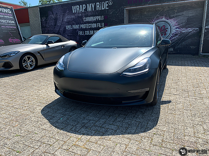 tesla model 3 Satin Black, Carwrapping door Wrapmyride.nu Foto-nr:13501, ©2020