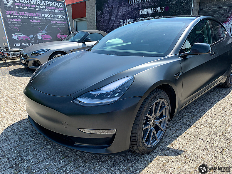 tesla model 3 Satin Black, Carwrapping door Wrapmyride.nu Foto-nr:13502, ©2020