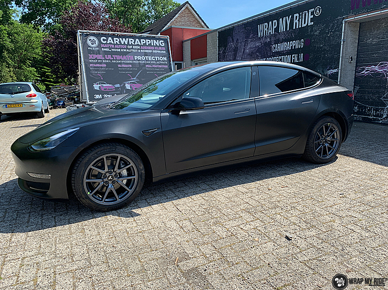 tesla model 3 Satin Black, Carwrapping door Wrapmyride.nu Foto-nr:13503, ©2020