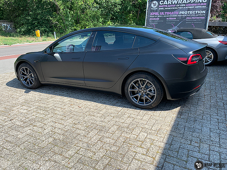tesla model 3 Satin Black, Carwrapping door Wrapmyride.nu Foto-nr:13504, ©2020