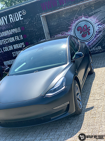 tesla model 3 Satin Black, Carwrapping door Wrapmyride.nu Foto-nr:13506, ©2020