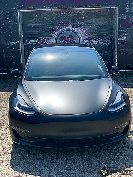 tesla model 3 Satin Black, Carwrapping door Wrapmyride.nu Foto-nr:13507, ©2020