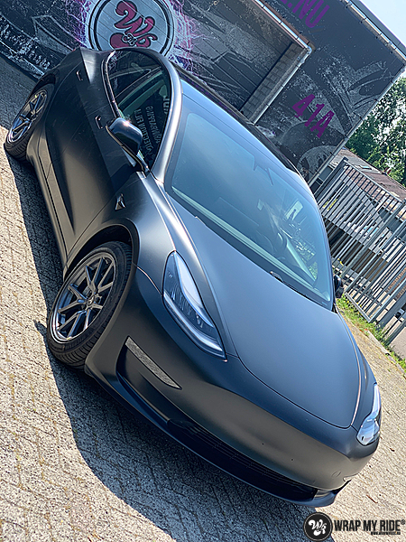 tesla model 3 Satin Black, Carwrapping door Wrapmyride.nu Foto-nr:13508, ©2020