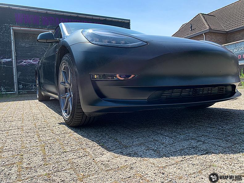 tesla model 3 Satin Black, Carwrapping door Wrapmyride.nu Foto-nr:13509, ©2021