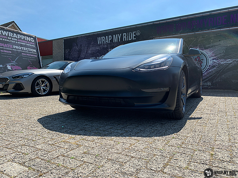 tesla model 3 Satin Black, Carwrapping door Wrapmyride.nu Foto-nr:13510, ©2020