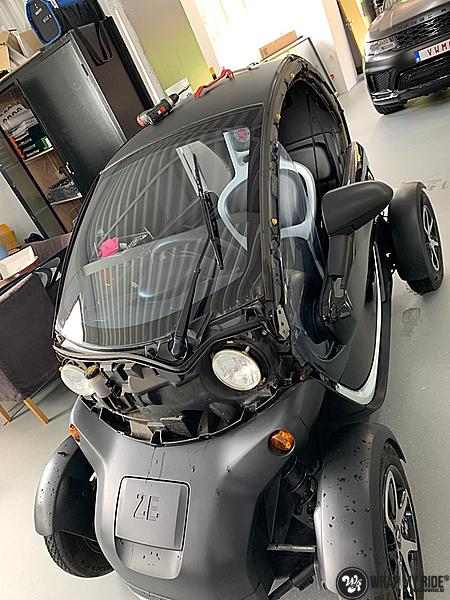 Renault Twizzy matte aluminium grey, Carwrapping door Wrapmyride.nu Foto-nr:13552, ©2021