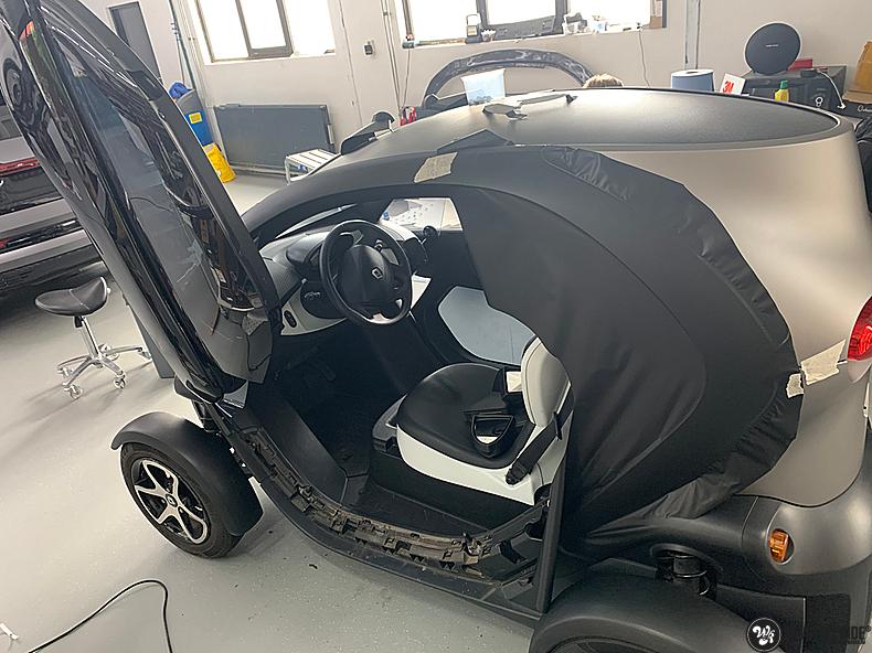 Renault Twizzy matte aluminium grey, Carwrapping door Wrapmyride.nu Foto-nr:13556, ©2021