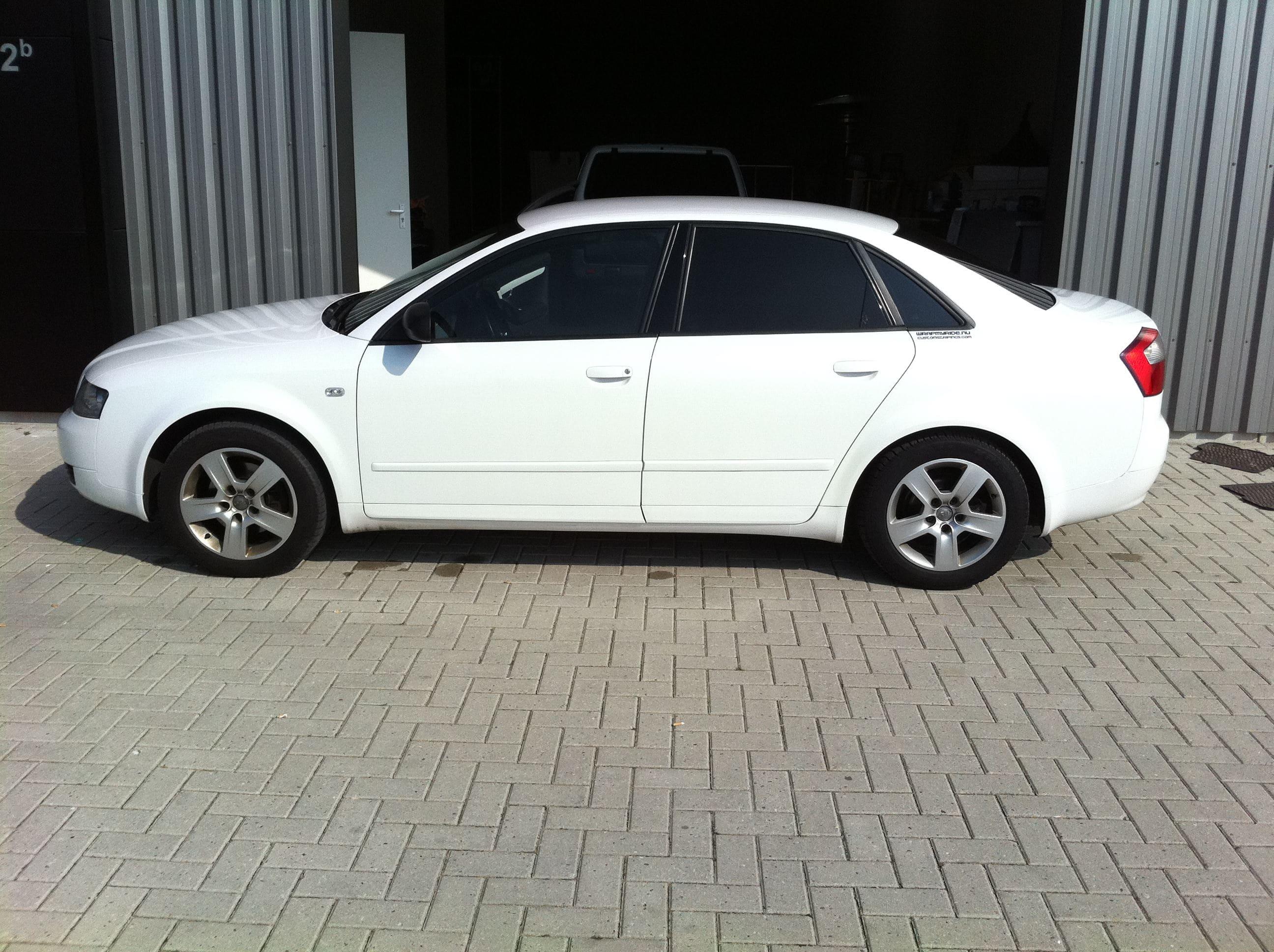 Audi A4 met Witte Parelmoer Wrap, Carwrapping door Wrapmyride.nu Foto-nr:4522, ©2021