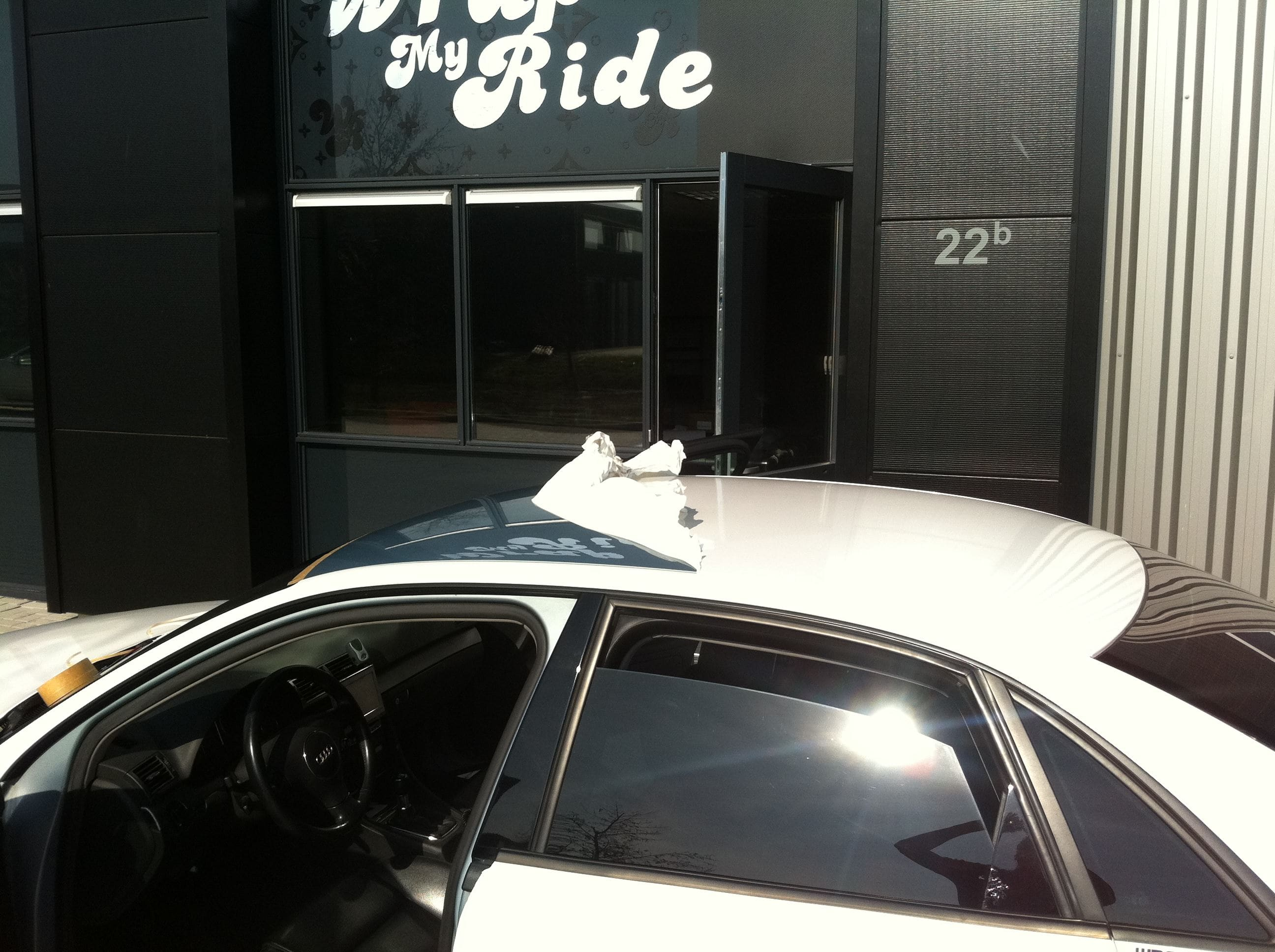 Audi A4 met Witte Parelmoer Wrap, Carwrapping door Wrapmyride.nu Foto-nr:4524, ©2021