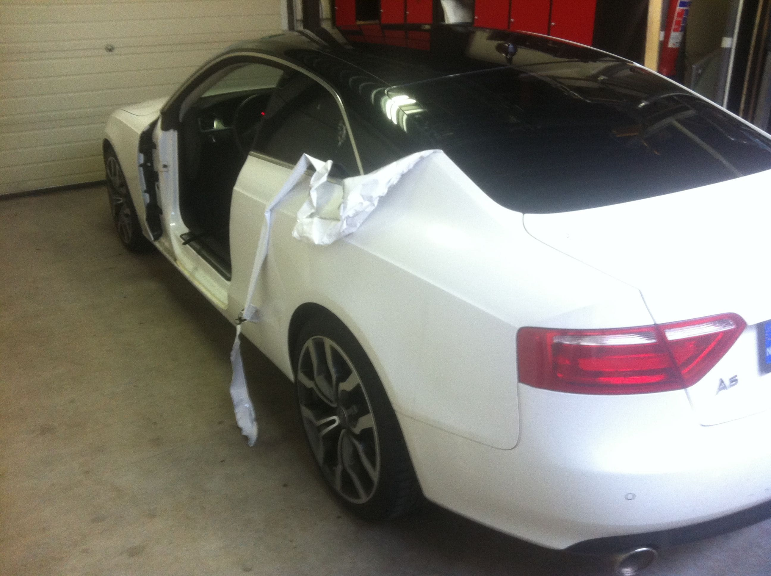 Audi A5 coupe met Metallic Witte Wrap, Carwrapping door Wrapmyride.nu Foto-nr:4667, ©2020