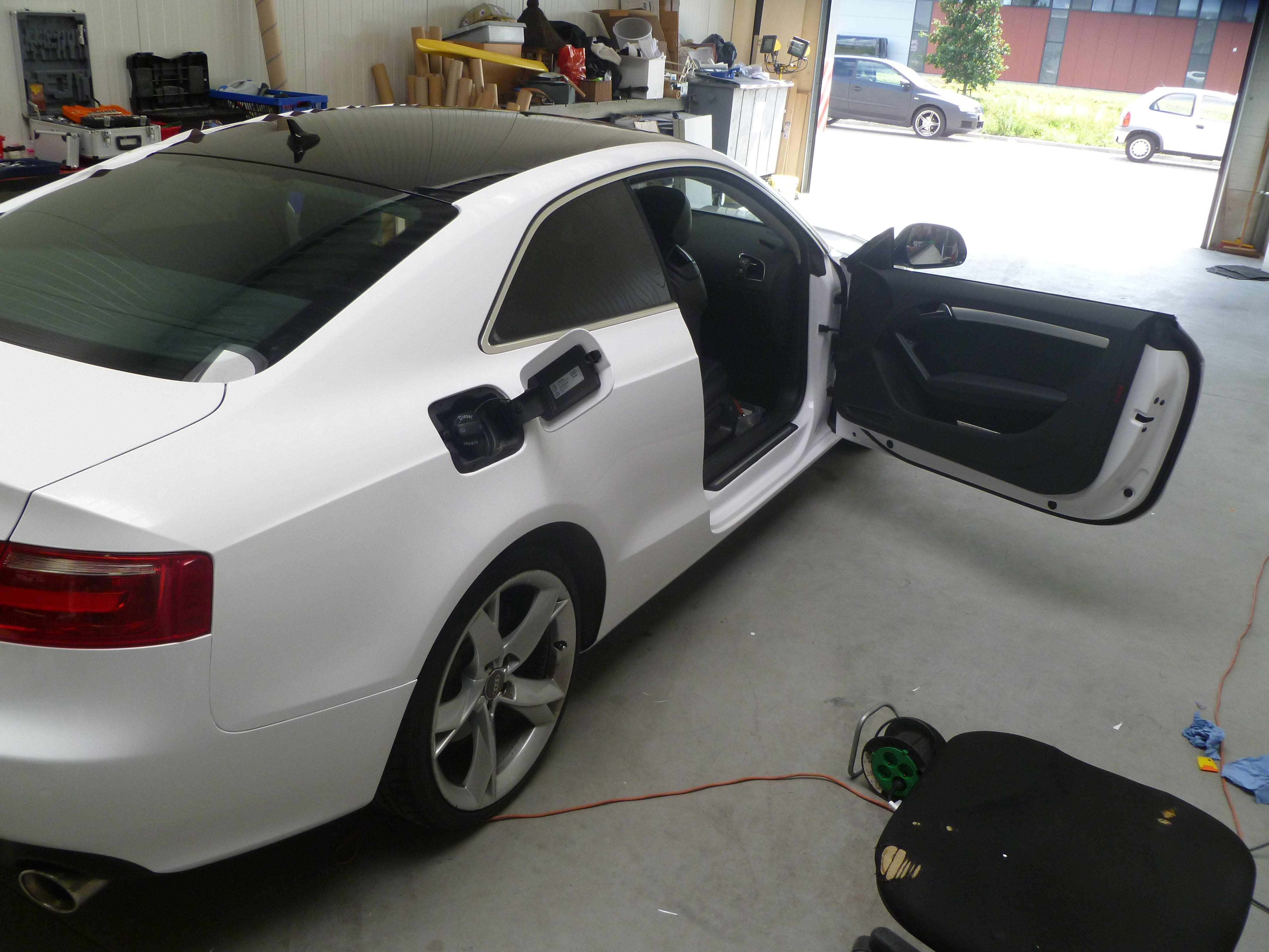 Audi A5 coupe met Metallic Witte Wrap, Carwrapping door Wrapmyride.nu Foto-nr:4731, ©2020