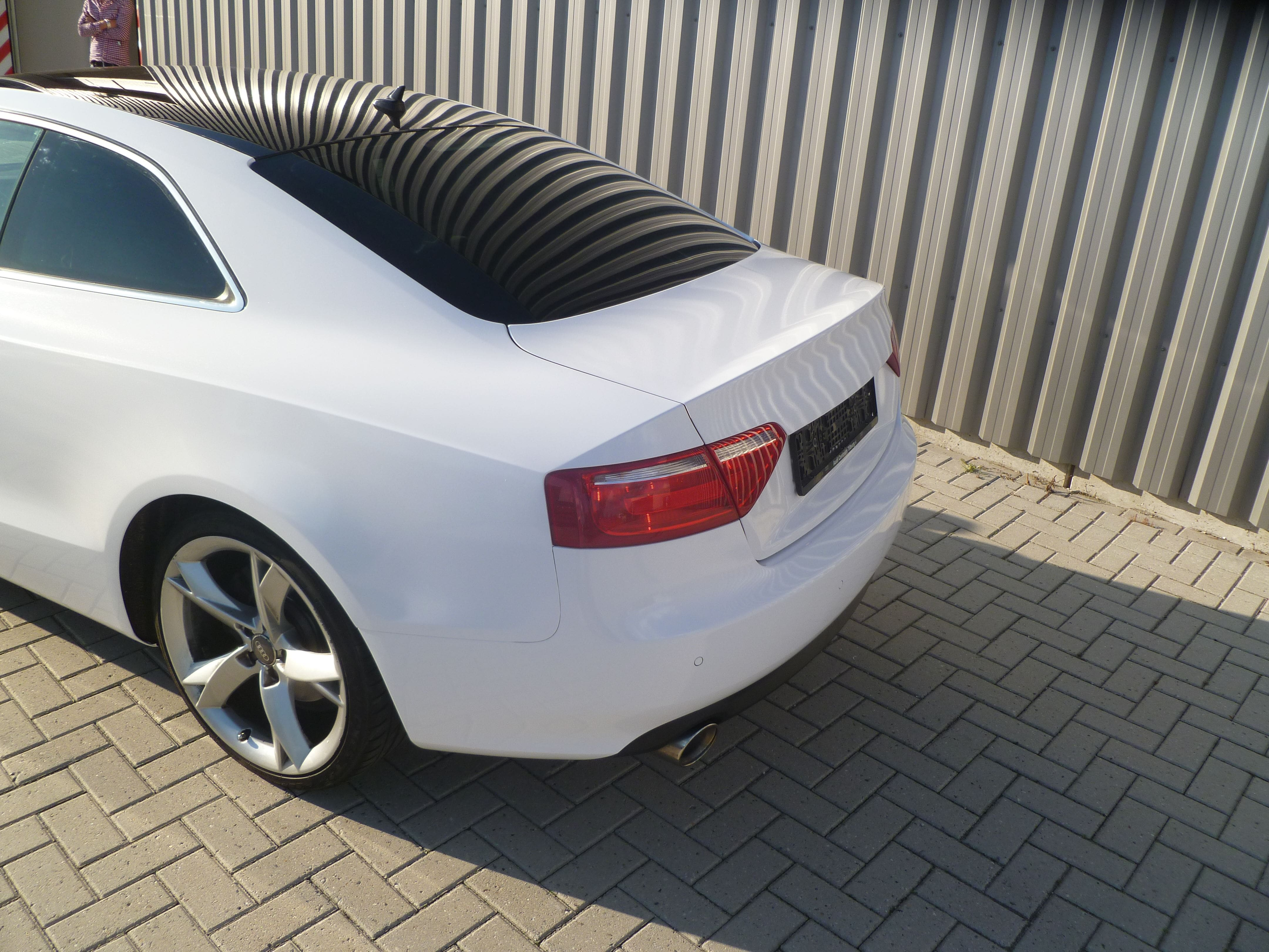 Audi A5 coupe met Metallic Witte Wrap, Carwrapping door Wrapmyride.nu Foto-nr:4747, ©2020