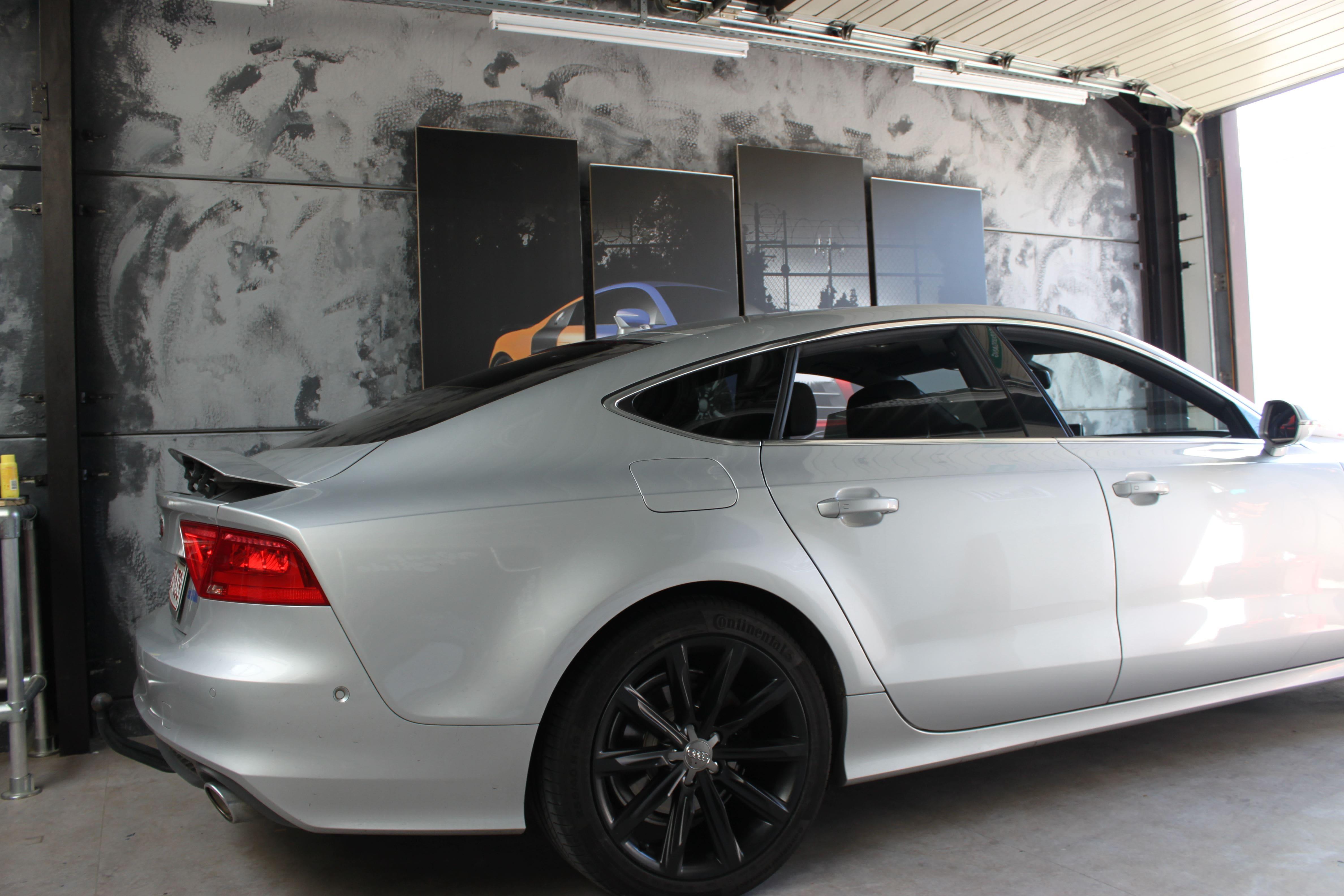 Audi A7 met Two Tone Wrap in Blauw en Wit, Carwrapping door Wrapmyride.nu Foto-nr:4863, ©2021