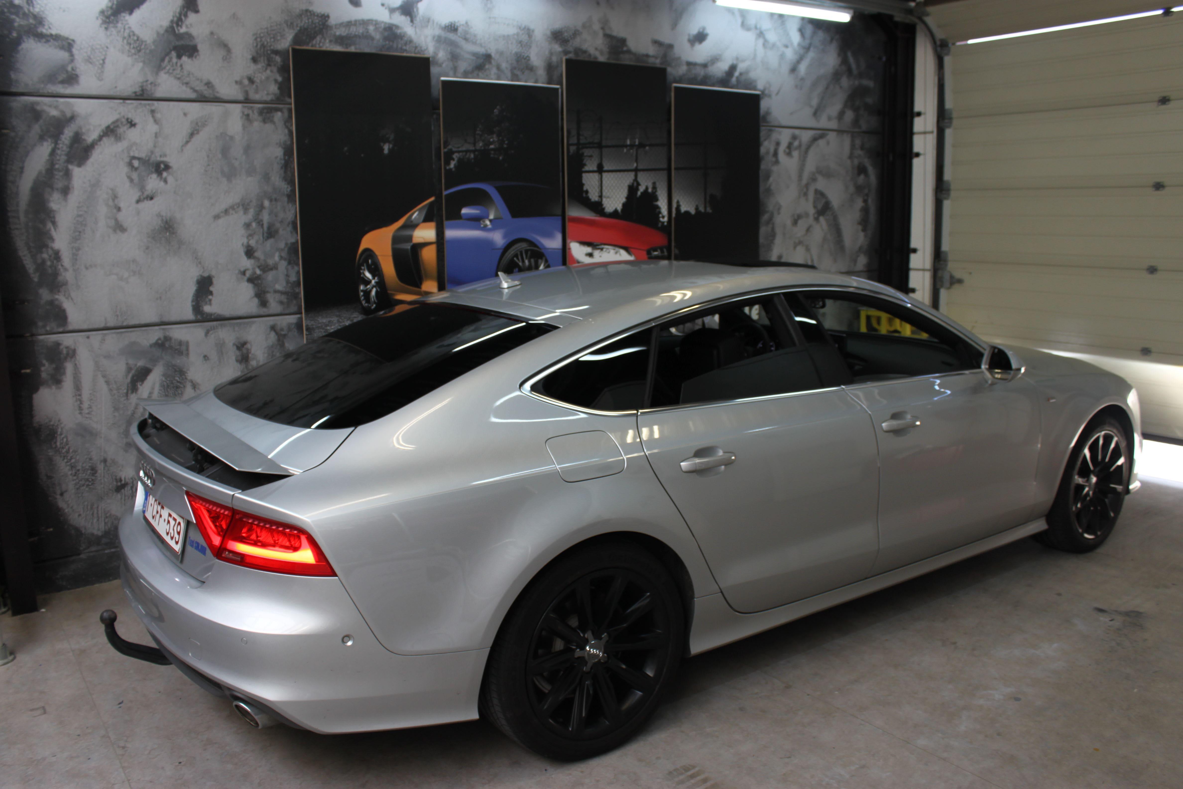 Audi A7 met Two Tone Wrap in Blauw en Wit, Carwrapping door Wrapmyride.nu Foto-nr:4866, ©2021