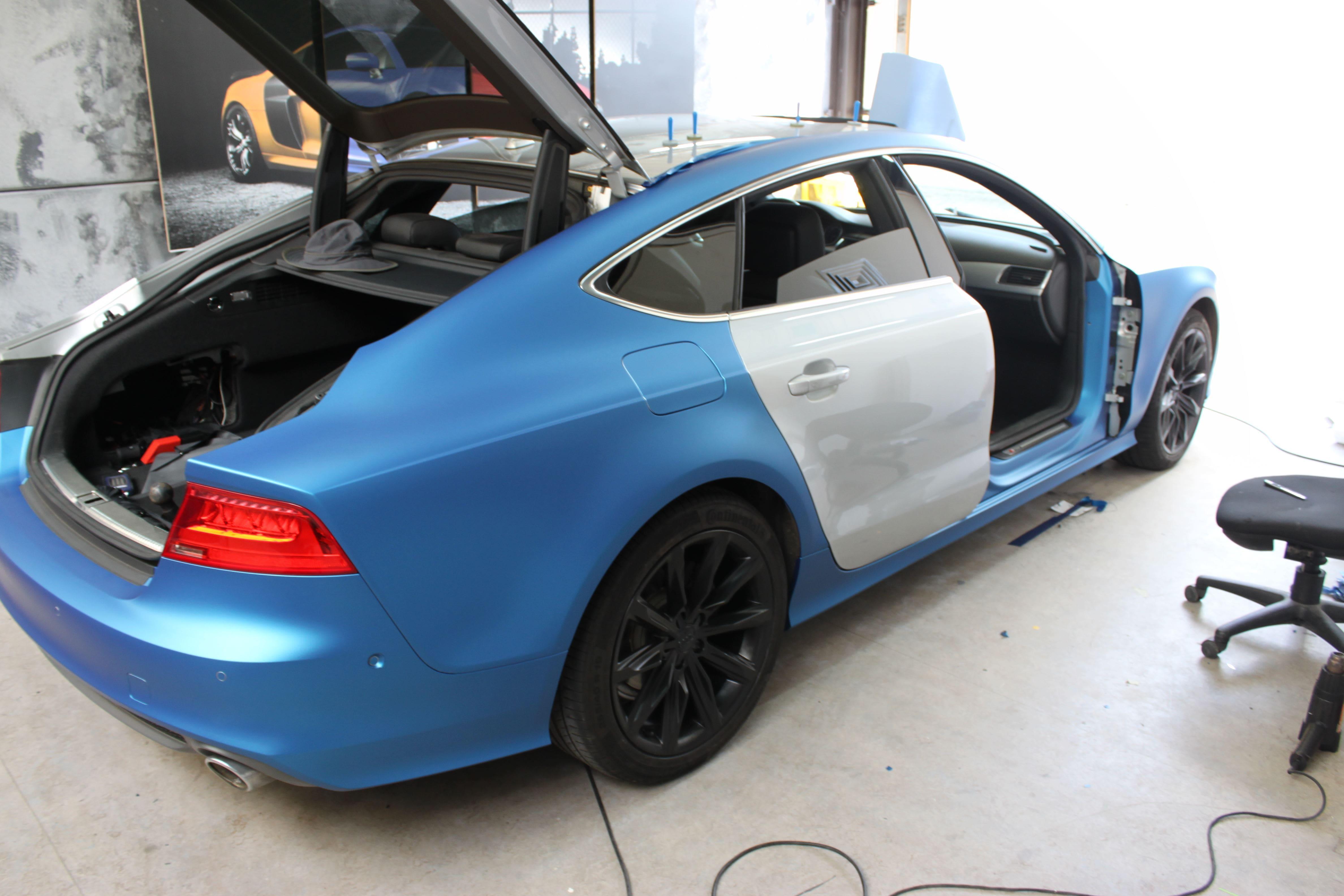 Audi A7 met Two Tone Wrap in Blauw en Wit, Carwrapping door Wrapmyride.nu Foto-nr:4867, ©2021