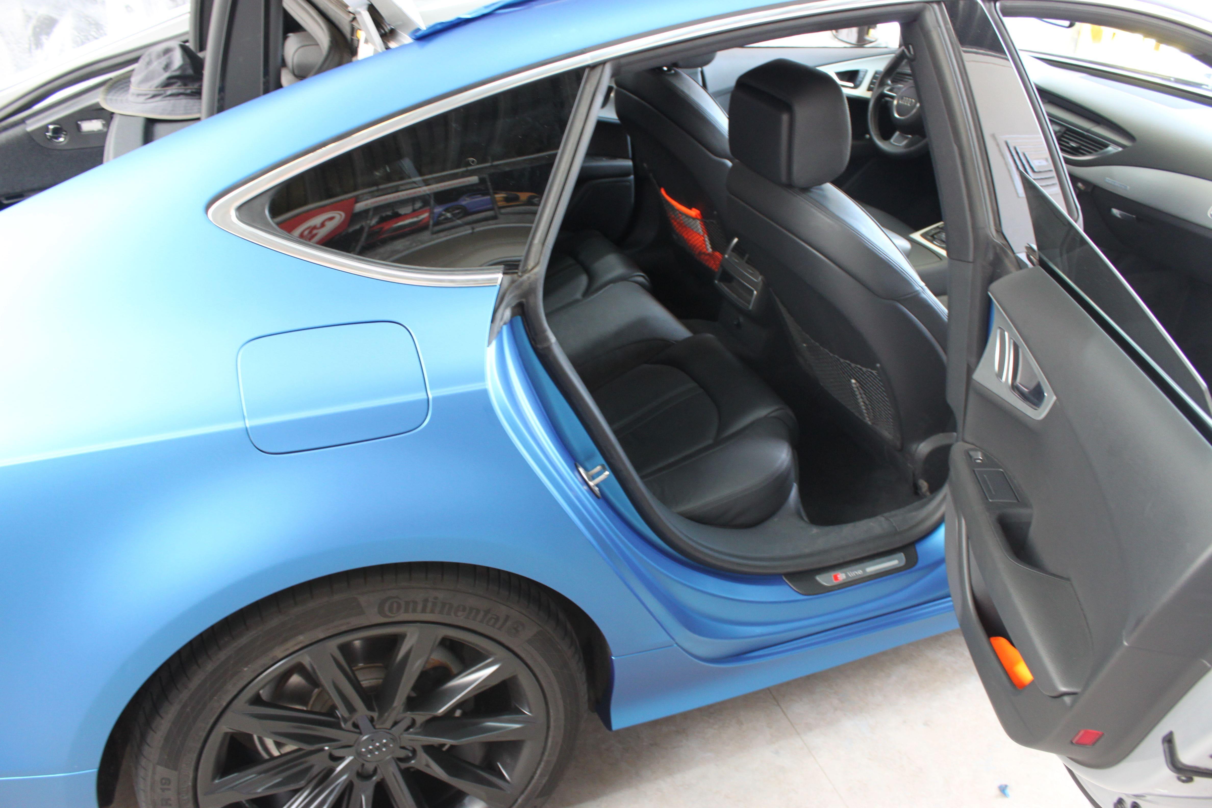 Audi A7 met Two Tone Wrap in Blauw en Wit, Carwrapping door Wrapmyride.nu Foto-nr:4868, ©2021
