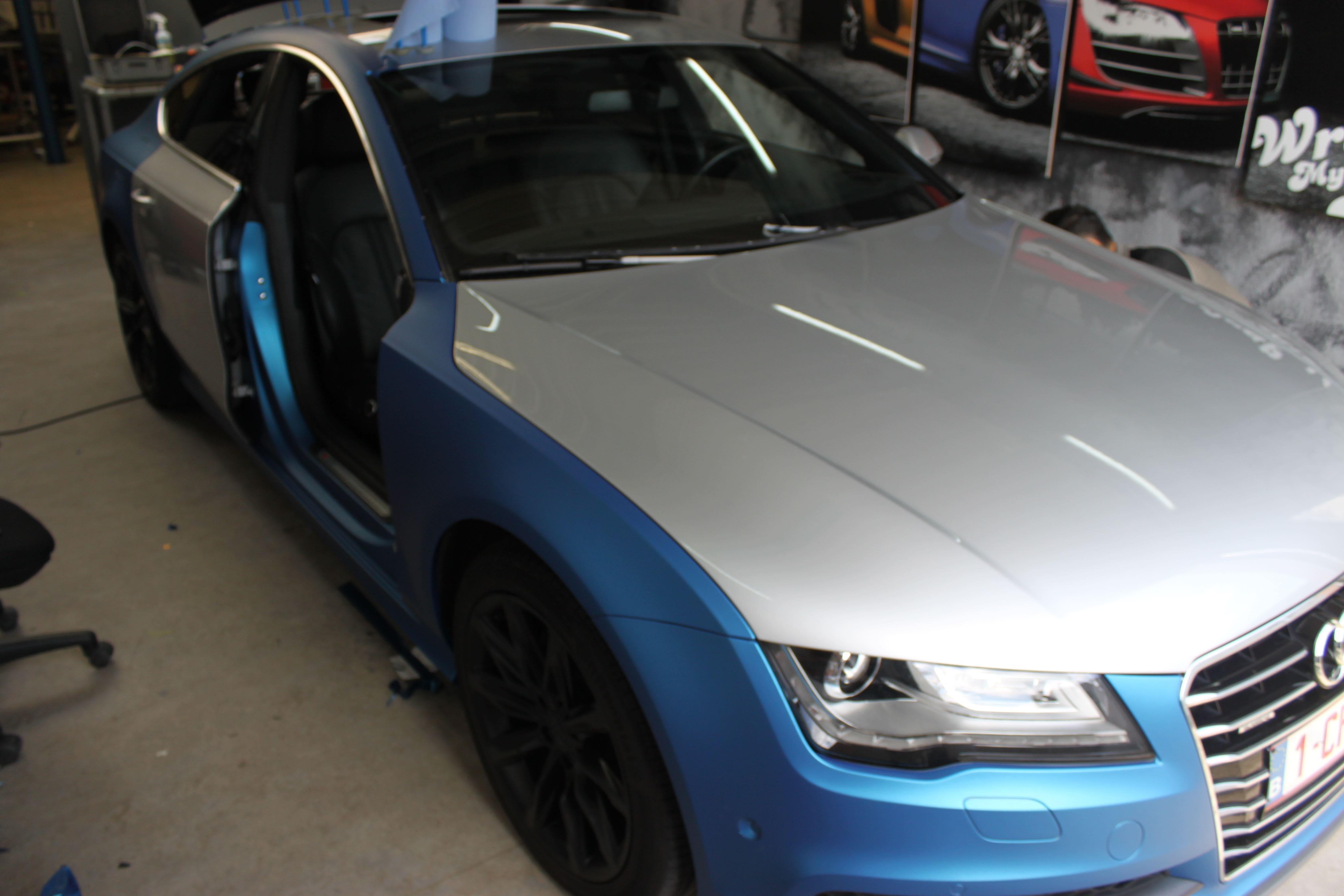 Audi A7 met Two Tone Wrap in Blauw en Wit, Carwrapping door Wrapmyride.nu Foto-nr:4869, ©2021