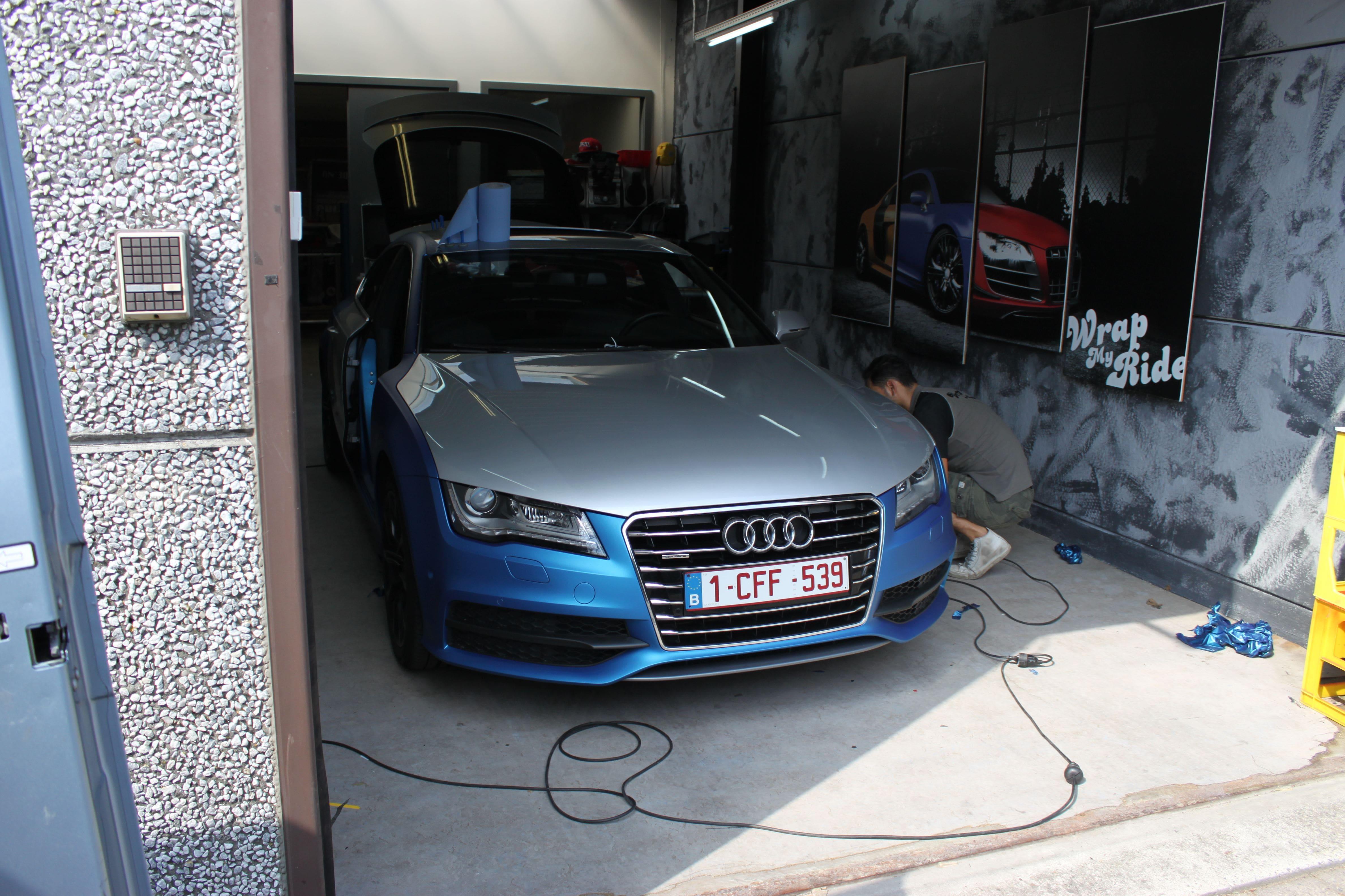 Audi A7 met Two Tone Wrap in Blauw en Wit, Carwrapping door Wrapmyride.nu Foto-nr:4870, ©2021