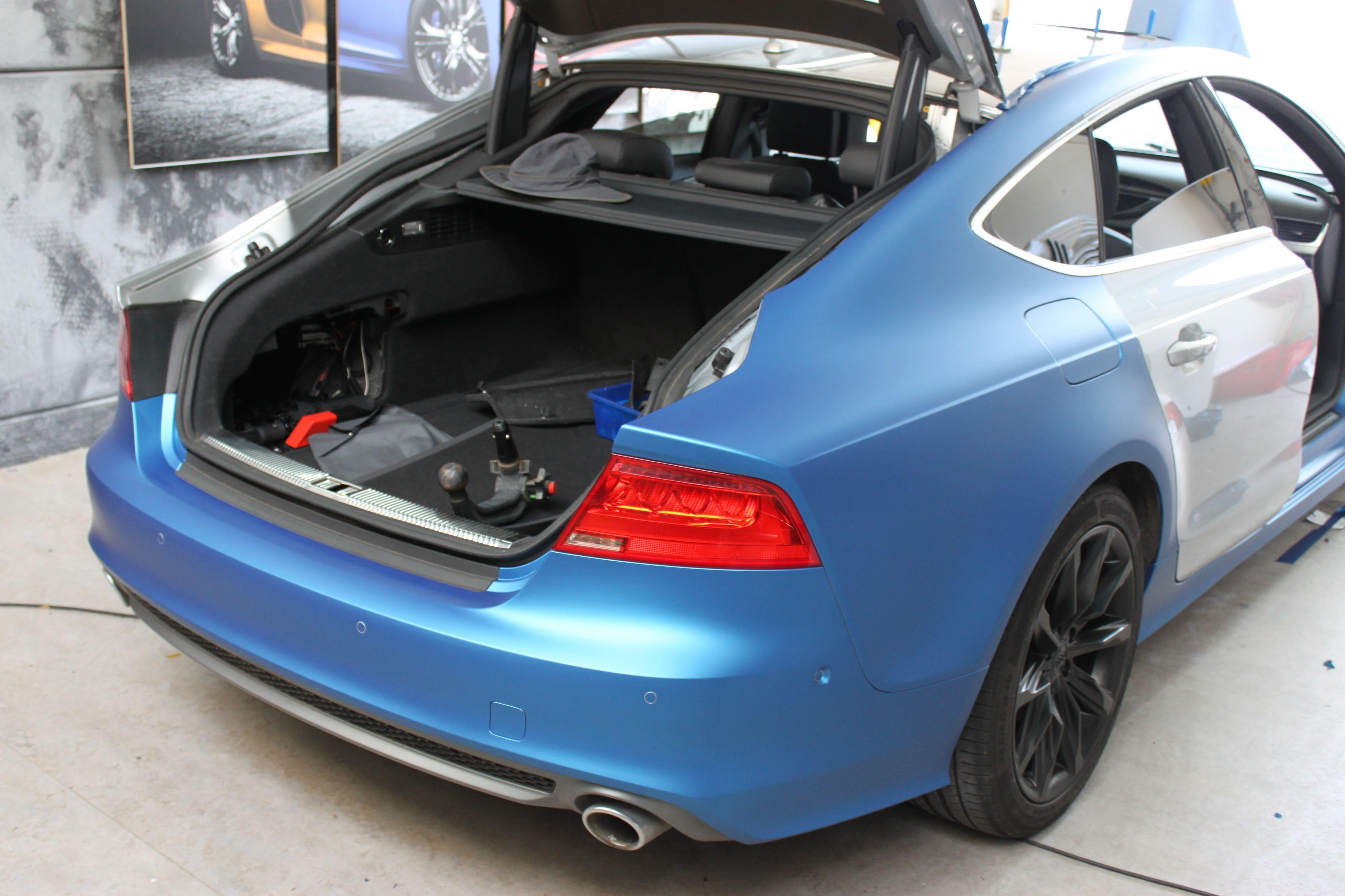 Audi A7 met Two Tone Wrap in Blauw en Wit, Carwrapping door Wrapmyride.nu Foto-nr:4871, ©2021