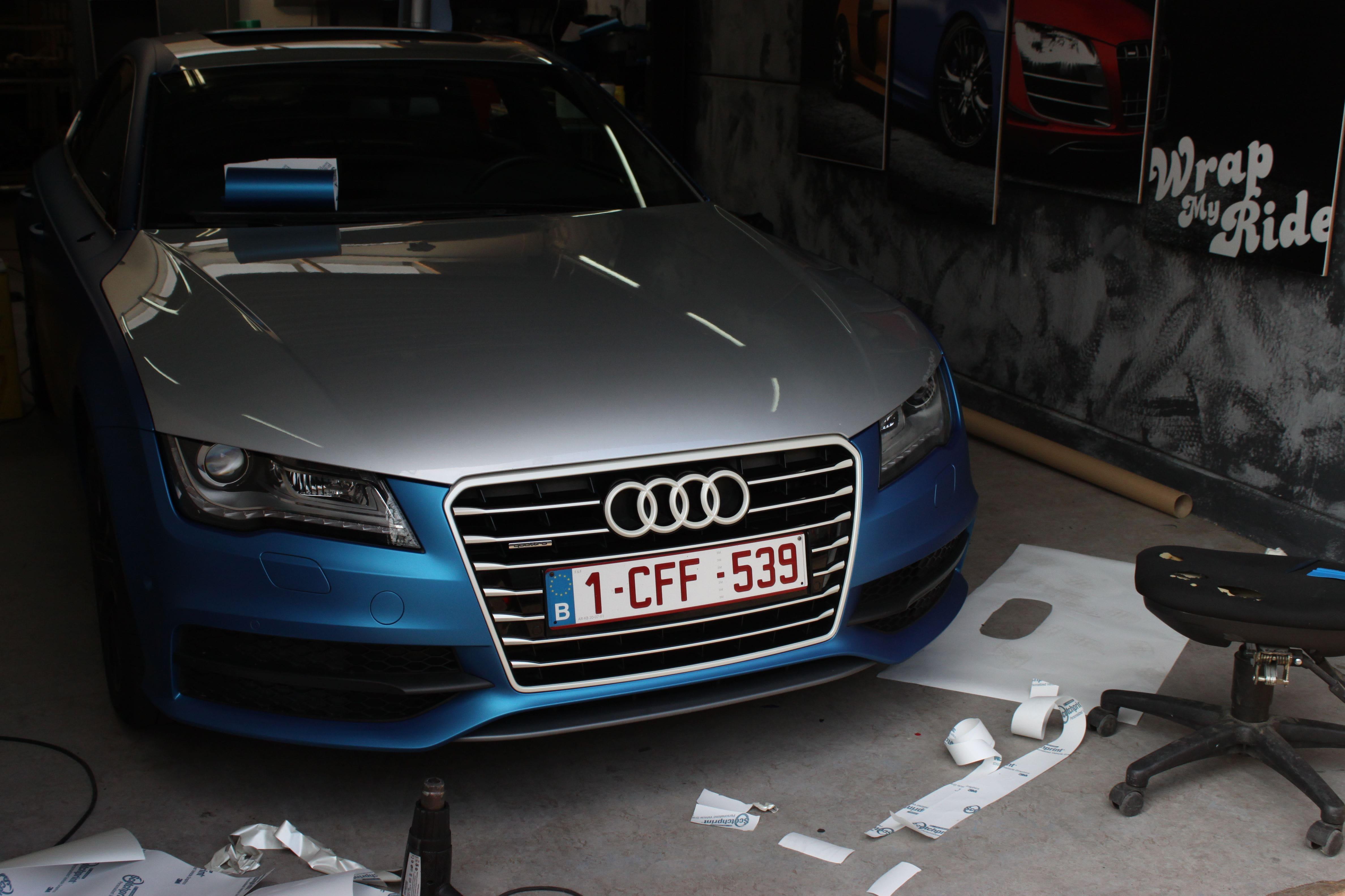 Audi A7 met Two Tone Wrap in Blauw en Wit, Carwrapping door Wrapmyride.nu Foto-nr:4877, ©2021