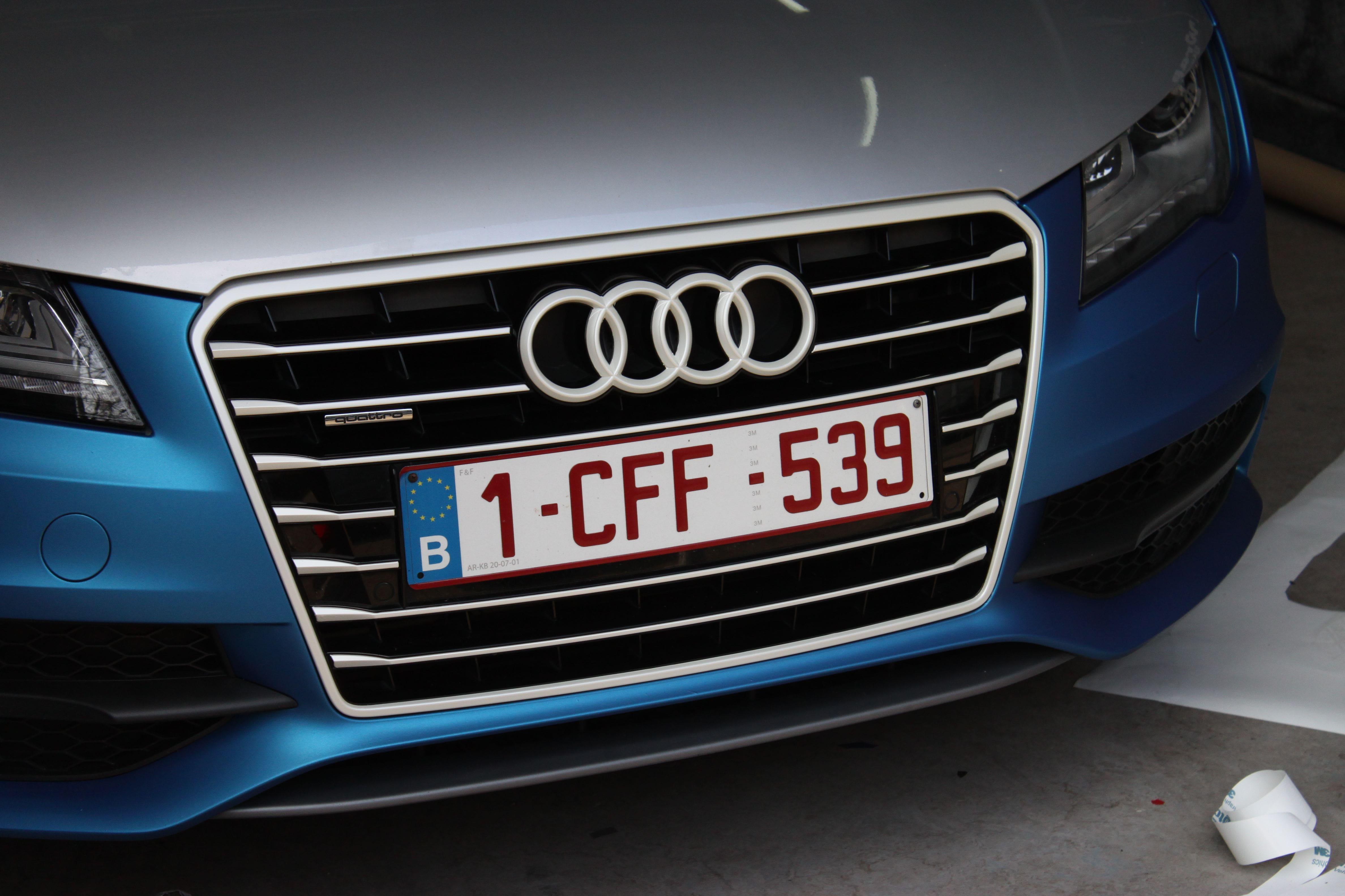 Audi A7 met Two Tone Wrap in Blauw en Wit, Carwrapping door Wrapmyride.nu Foto-nr:4878, ©2021