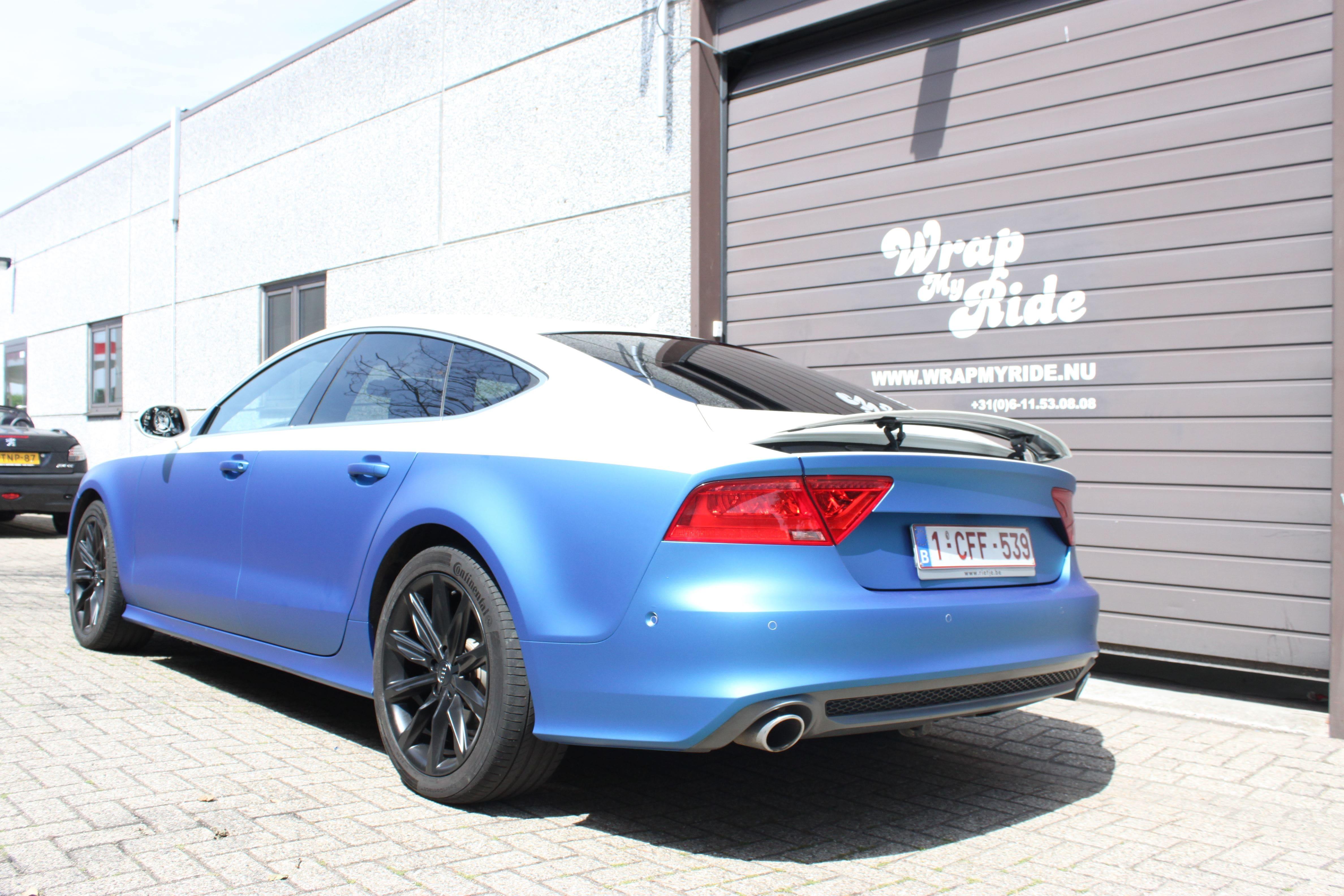 Audi A7 met Two Tone Wrap in Blauw en Wit, Carwrapping door Wrapmyride.nu Foto-nr:4880, ©2021