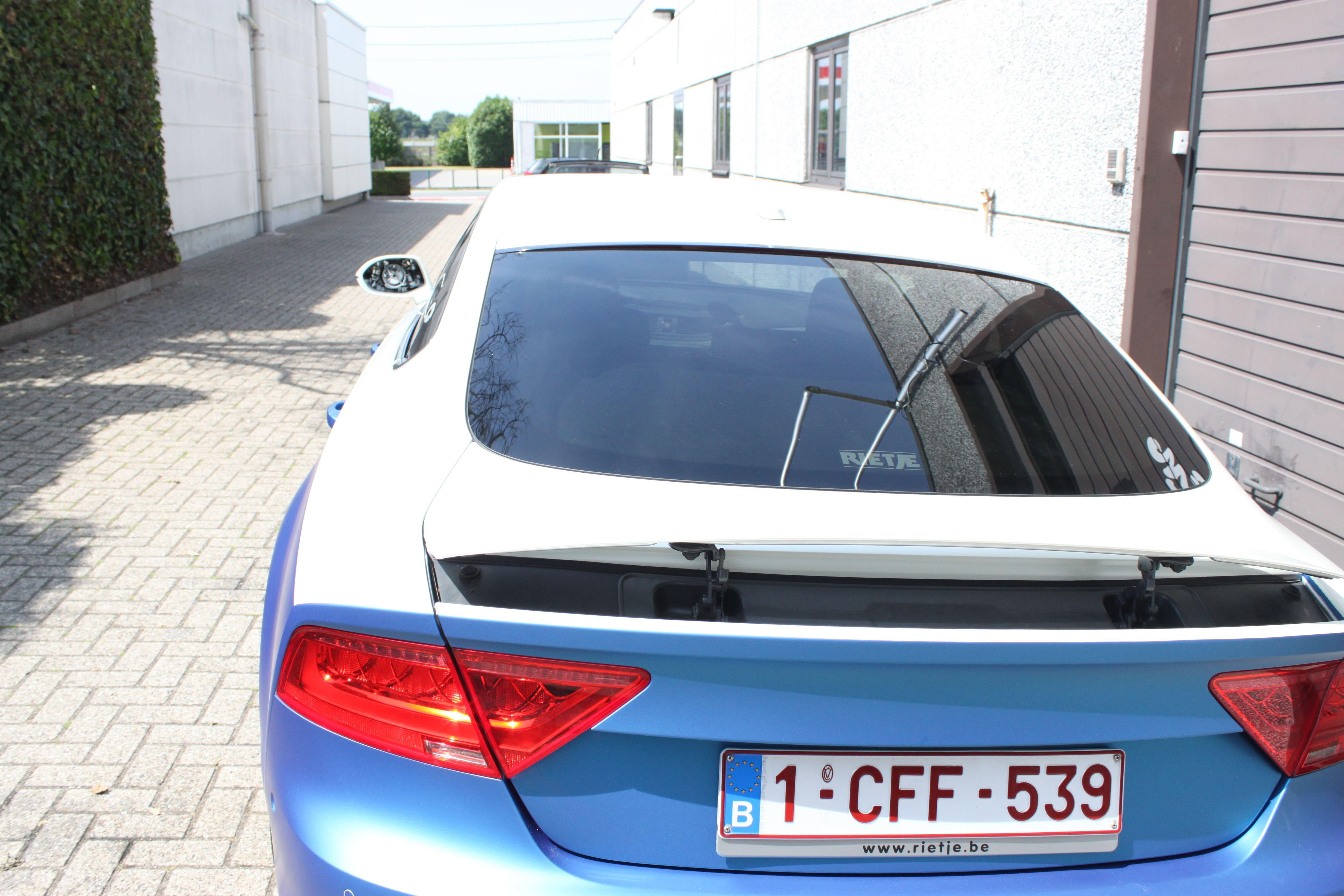 Audi A7 met Two Tone Wrap in Blauw en Wit, Carwrapping door Wrapmyride.nu Foto-nr:4881, ©2021