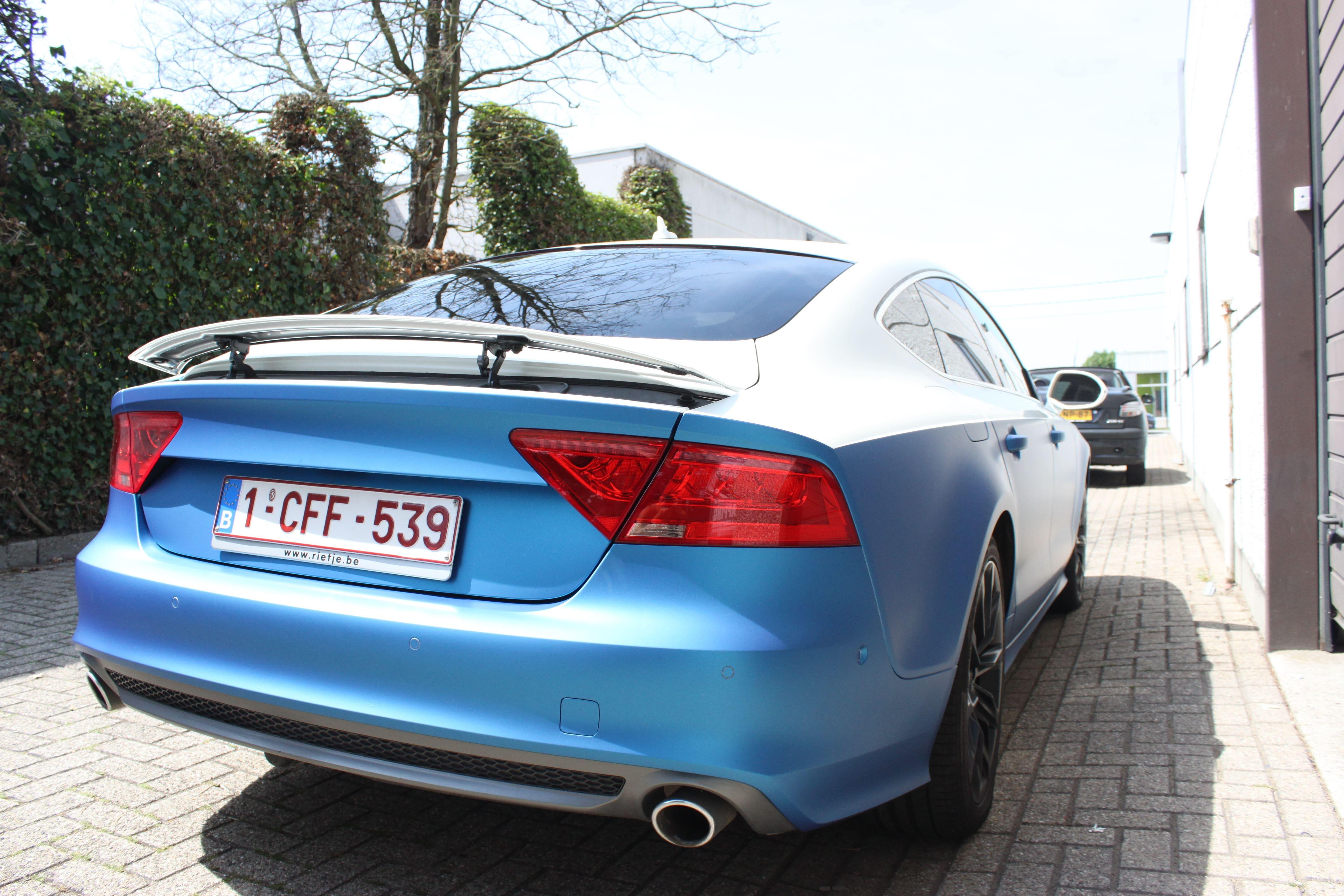 Audi A7 met Two Tone Wrap in Blauw en Wit, Carwrapping door Wrapmyride.nu Foto-nr:4883, ©2021