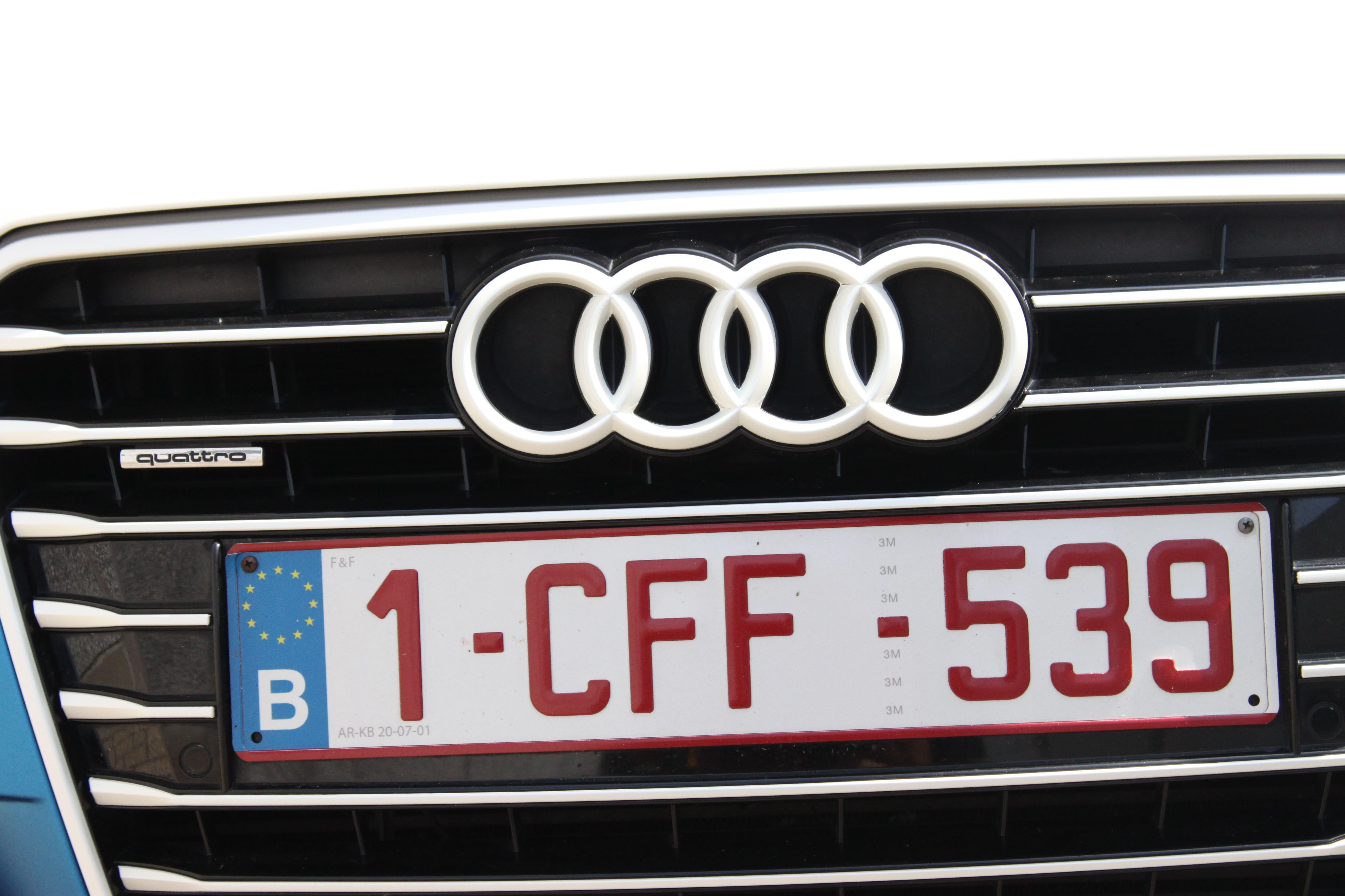 Audi A7 met Two Tone Wrap in Blauw en Wit, Carwrapping door Wrapmyride.nu Foto-nr:4888, ©2021