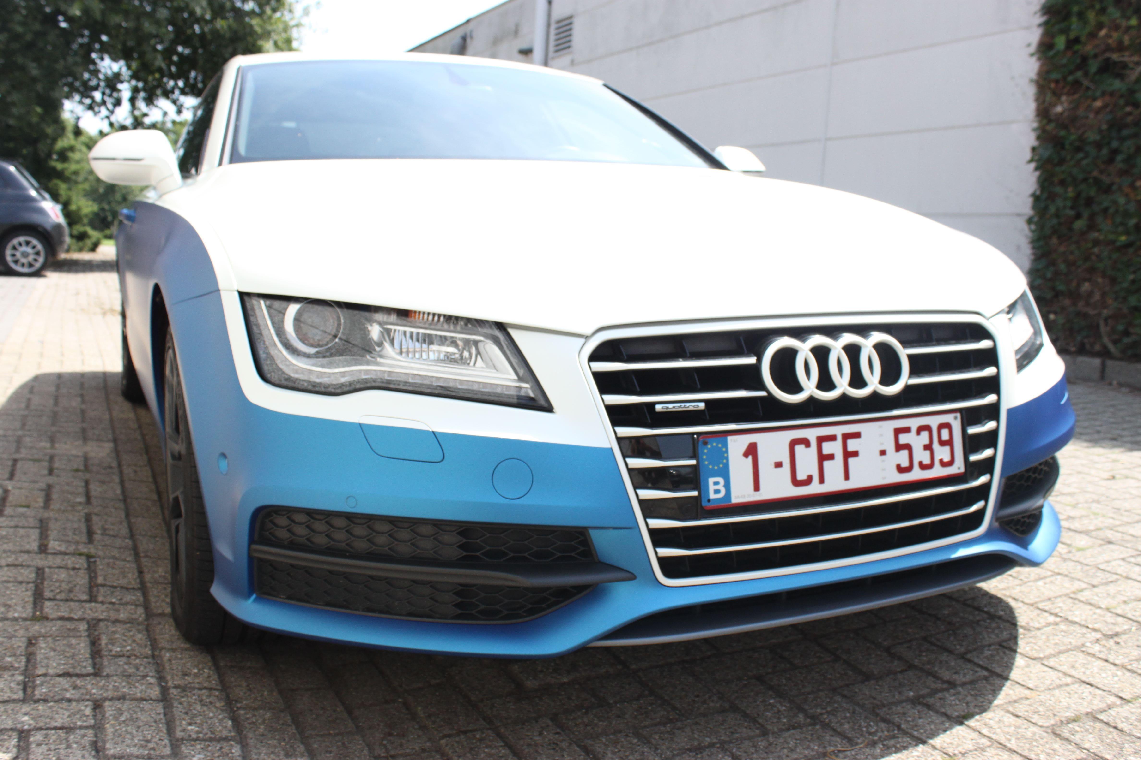 Audi A7 met Two Tone Wrap in Blauw en Wit, Carwrapping door Wrapmyride.nu Foto-nr:4889, ©2021