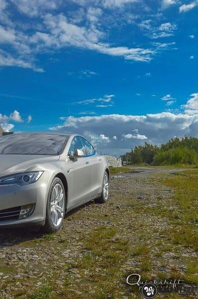 Tesla Model S brushed titanium, Carwrapping door Wrapmyride.nu Foto-nr:9090, ©2018