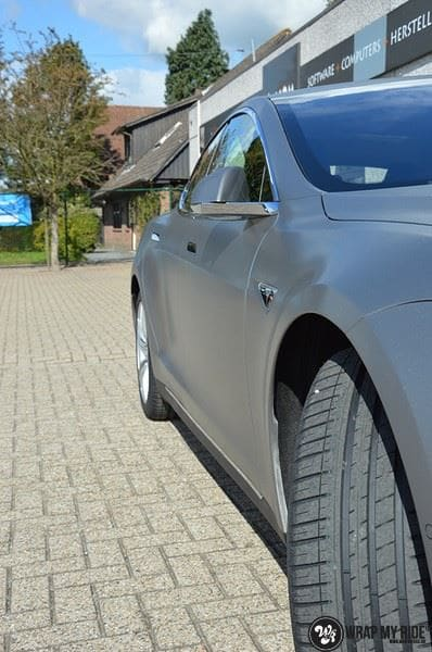 Tesla Model S brushed titanium, Carwrapping door Wrapmyride.nu Foto-nr:9121, ©2021