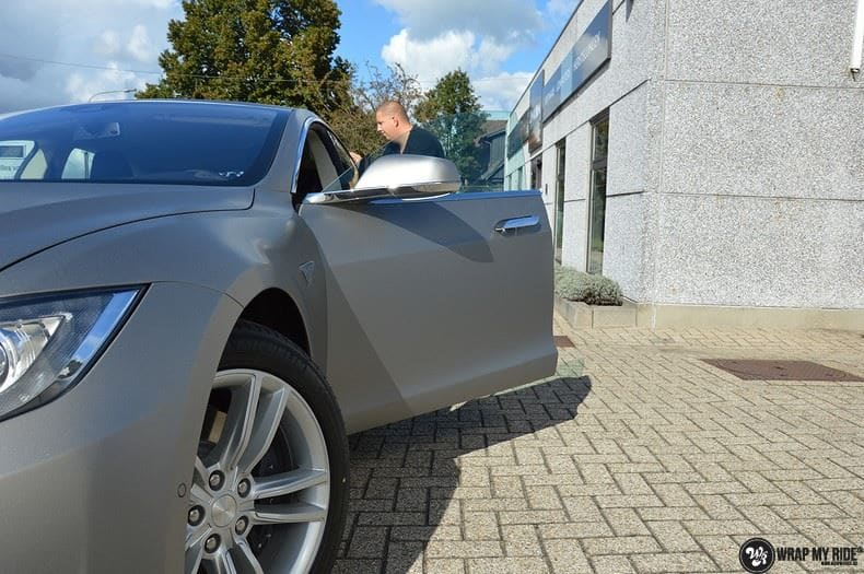 Tesla Model S brushed titanium, Carwrapping door Wrapmyride.nu Foto-nr:9119, ©2021