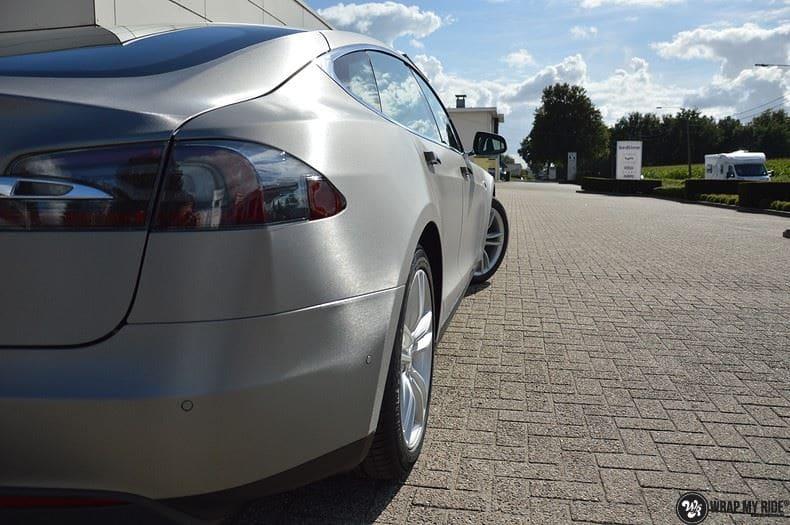 Tesla Model S brushed titanium, Carwrapping door Wrapmyride.nu Foto-nr:9115, ©2018