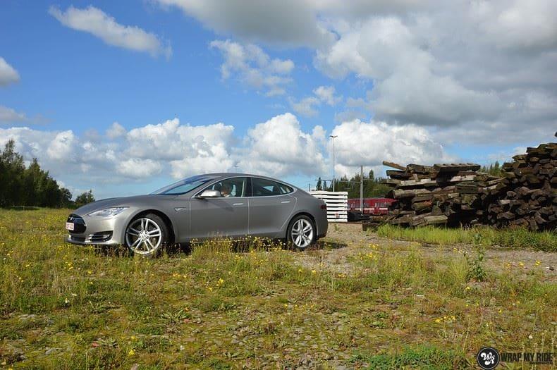 Tesla Model S brushed titanium, Carwrapping door Wrapmyride.nu Foto-nr:9105, ©2018