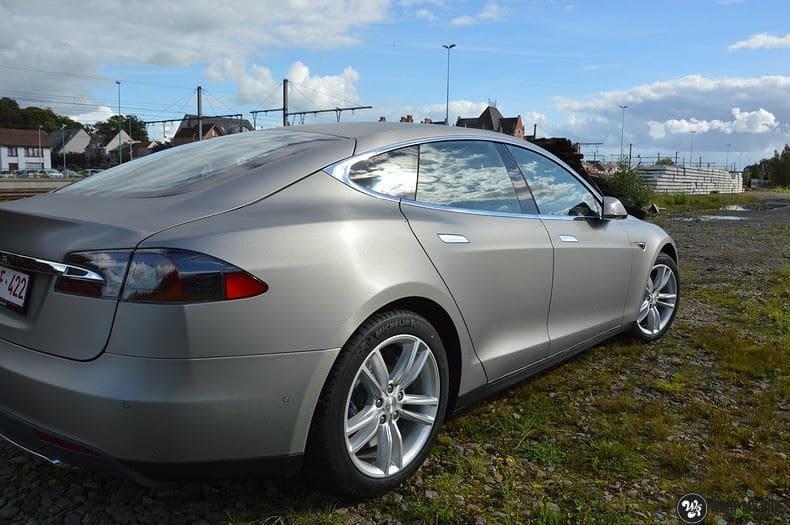 Tesla Model S brushed titanium, Carwrapping door Wrapmyride.nu Foto-nr:9101, ©2018