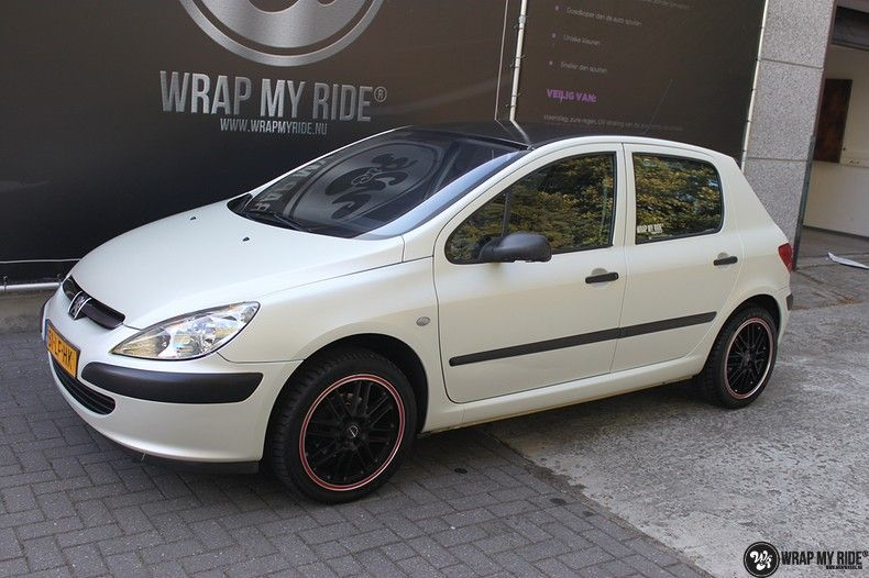 Peugeot 307 3m satin white pearl, Carwrapping door Wrapmyride.nu Foto-nr:11701, ©2020