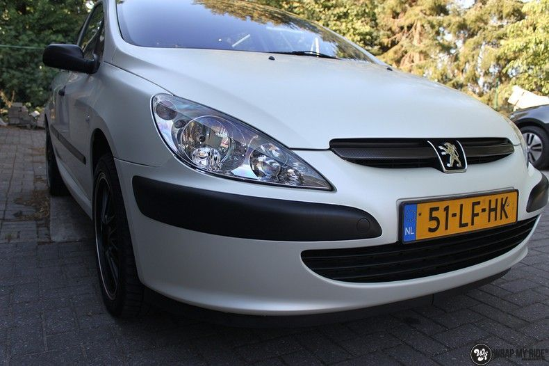 Peugeot 307 3m satin white pearl, Carwrapping door Wrapmyride.nu Foto-nr:11698, ©2020
