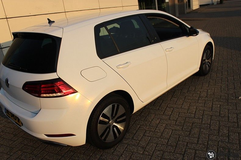 vw e-golf 3m glosse white gold sparkle, Carwrapping door Wrapmyride.nu Foto-nr:11725, ©2020