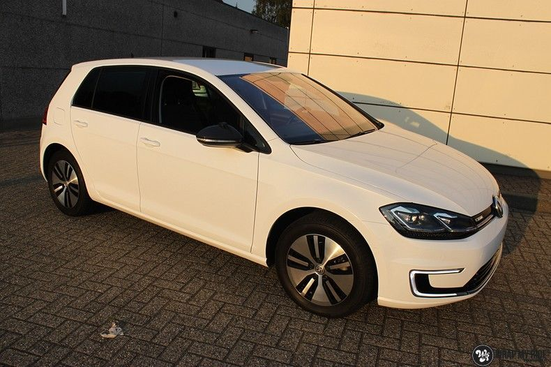 vw e-golf 3m glosse white gold sparkle, Carwrapping door Wrapmyride.nu Foto-nr:11724, ©2020