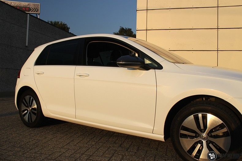 vw e-golf 3m glosse white gold sparkle, Carwrapping door Wrapmyride.nu Foto-nr:11723, ©2020